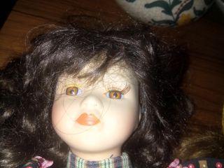muñecas de porcelana + sillita balancin