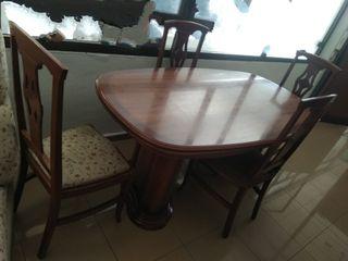 Mesa y 4 sillas salón