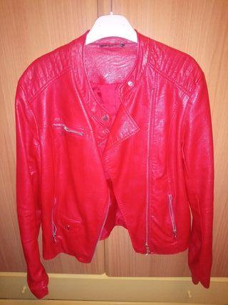 chaqueta polipiel roja tendecia