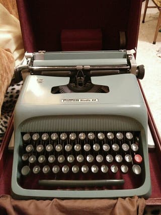 Maquina escribir Olivetti Estudio 44