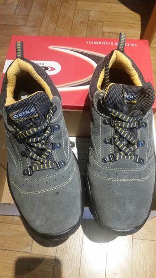 Zapato de seguridad Cofra SIN USAR T 42