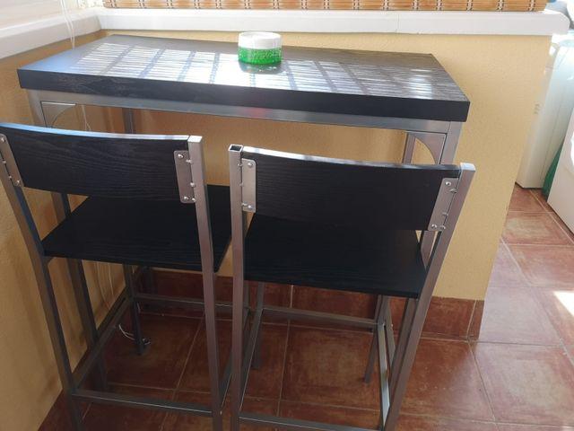 Mesa con dos sillas altas de cocina. de segunda mano por 55 € en ...