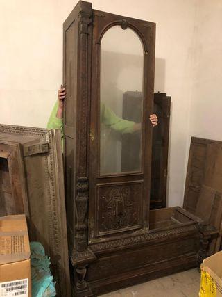 Precioso armario antiguo tallado y con herrajes