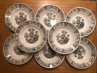 8 platos de porcelana hondos GV segovia
