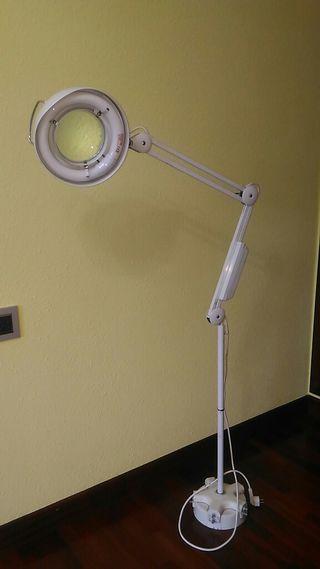 lámpara flexo de pie con lupa