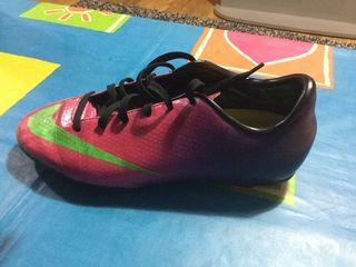 Botas de futbol. 36,5