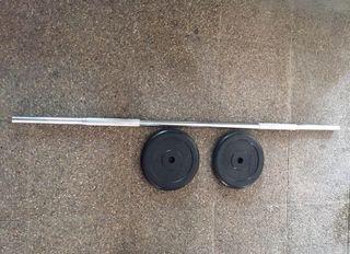 Barra musculación + 2 discos de 10kilos cada uno .