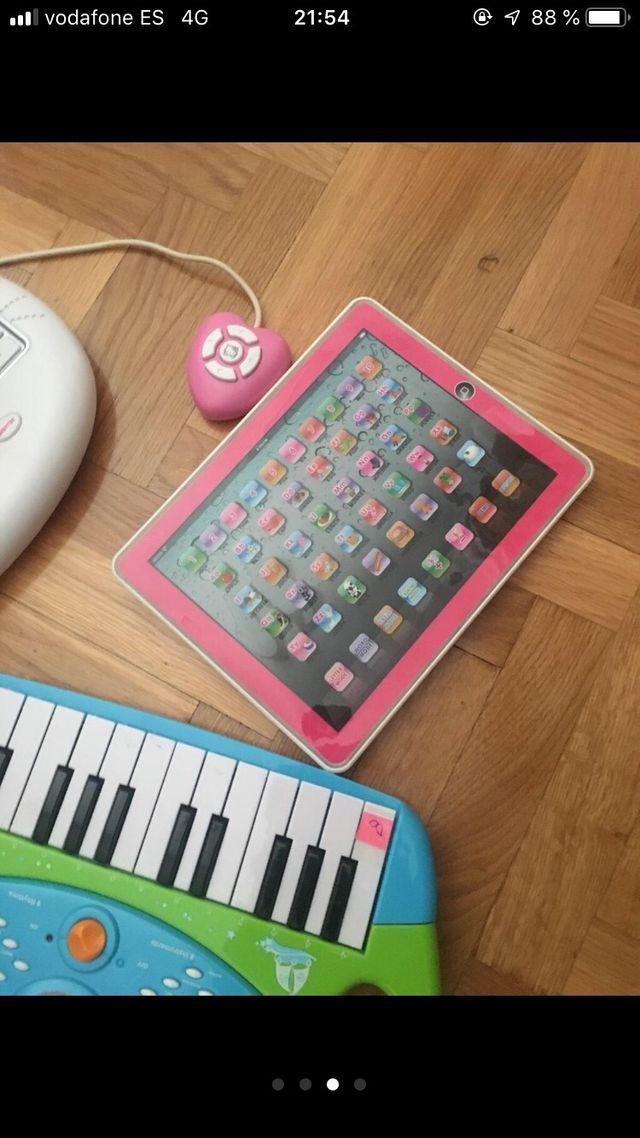 Juguetes piano tablet y ordenador