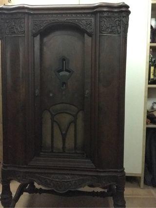 Mueble radio-gramola antiguo