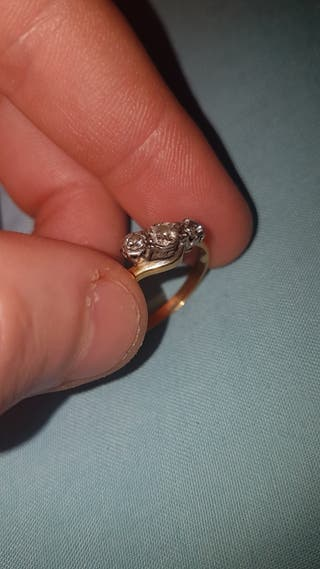 3 Dimond 18ct gold engagement ring.