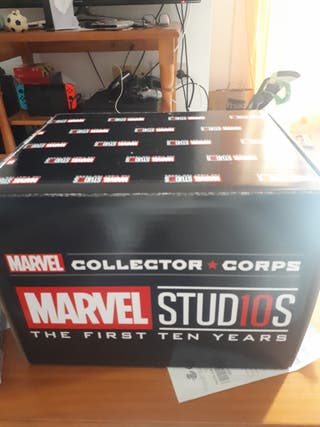 caja de marvel collector corps