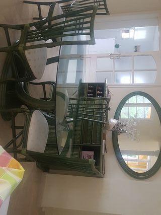 mesa comedor con 6 silla y mueble conespejo y mesi