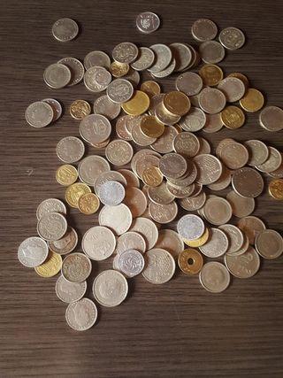 Varias monedas de Peseta.