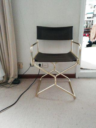 dos sillas cromadas