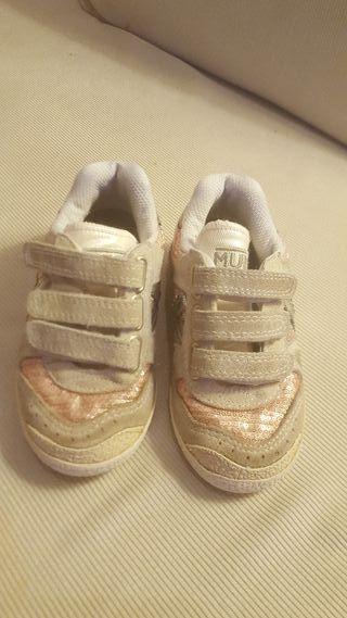 zapatillas niña marca Múnich