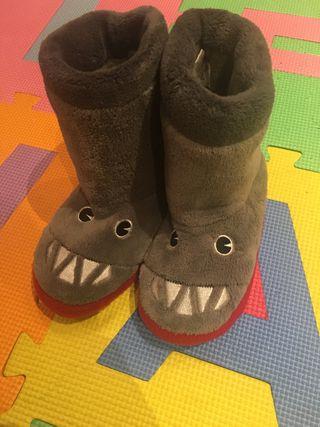 Zapatillas ir por casa niño