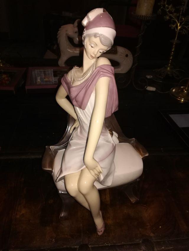 Figura de mujer increíble lladro
