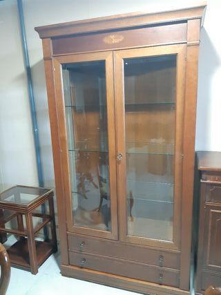 vitrina de madera haya