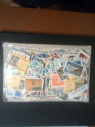 Gran lote de 3000 sellos mundiales diferentes.