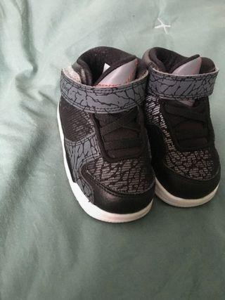 best authentic b0045 b3e93 zapatillas Jordan bebé ...