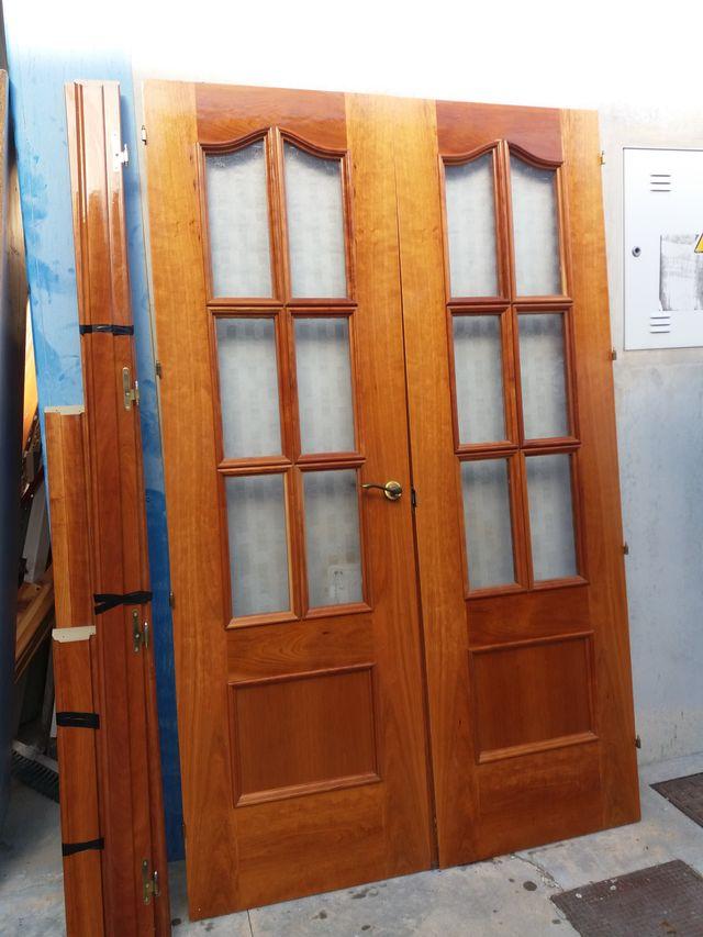 Puerta Madera Maciza Y Cristal De Dos Hojas De Segunda Mano Por 70