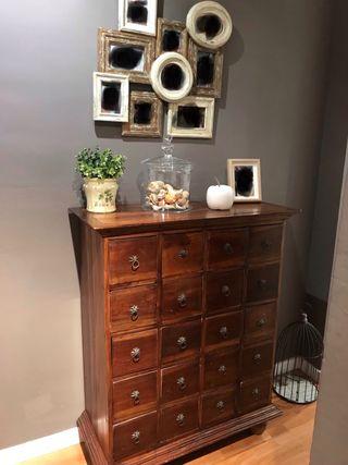 Mueble del recibidor antiguo
