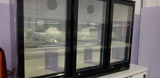 vitrina sobremesa 3 puertas