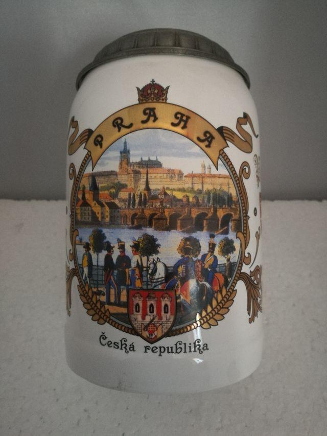 Rara Jarra Cerveza PRAGA CHESKA REPUBLIKA,con Tapa