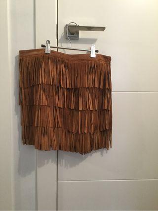 Falda de piel con flecos