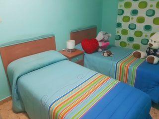 Armario + 2 camas completas + mesita