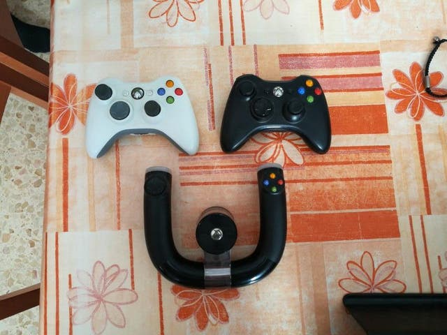 Xbox 360 (250gb), Kinnect, 3 mandos, 13 juegos