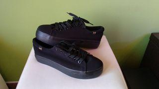 Zapato plataforma negro. 39. Nuevo