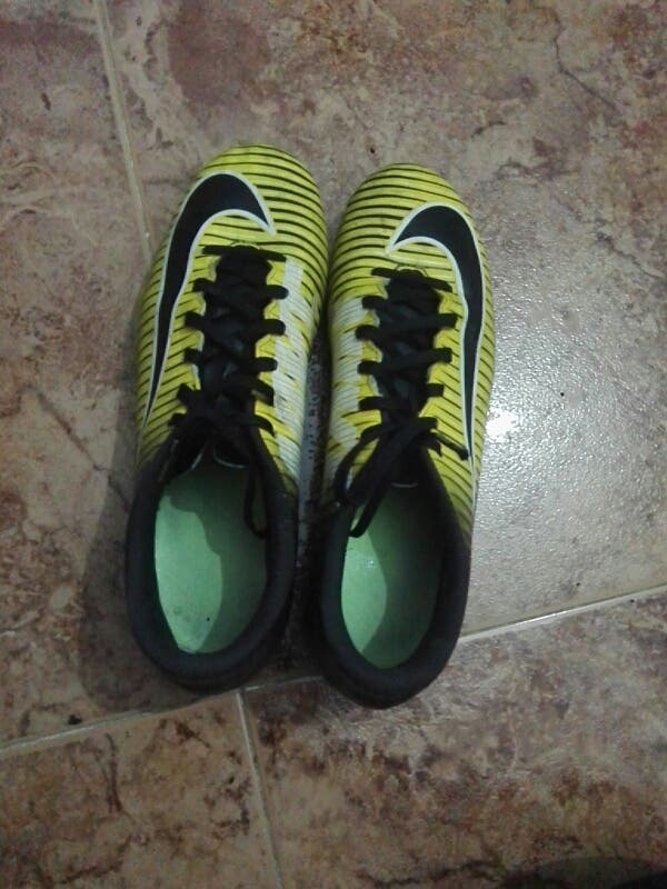 1d9287a9037ca Zapatillas de tacos para futbol 7 y futbol 11 de segunda mano por 15 ...