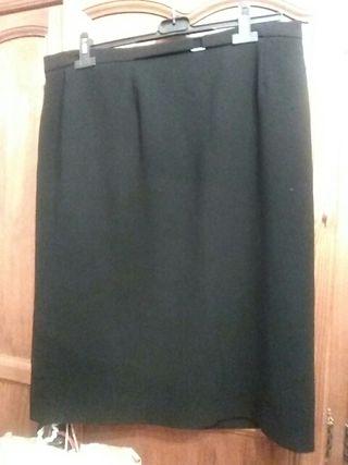 falda negra de Zendra