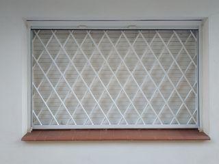 Reja de hierro para ventana (3 unidades).
