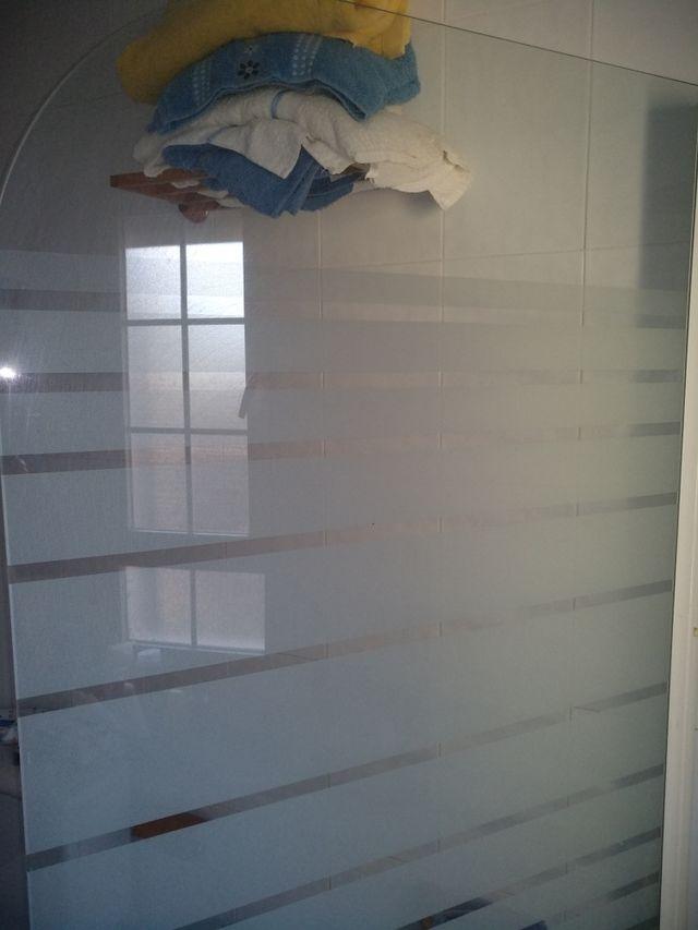 Mampara de baño aluminio blanco.