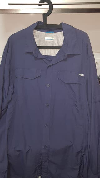 Ropa hombre. Camisa Columbia