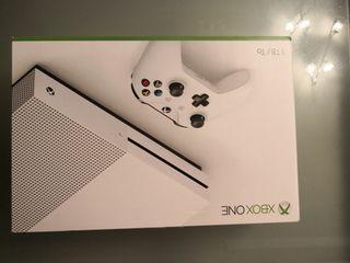 XBOX ONE S 1Tb + 2 MANDOS + COD BO4 + FUNDA