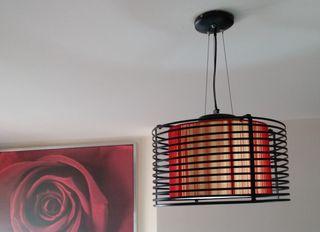 Lampara de techo en tonos rojo y negro