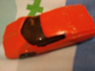 coche deportivo naranja