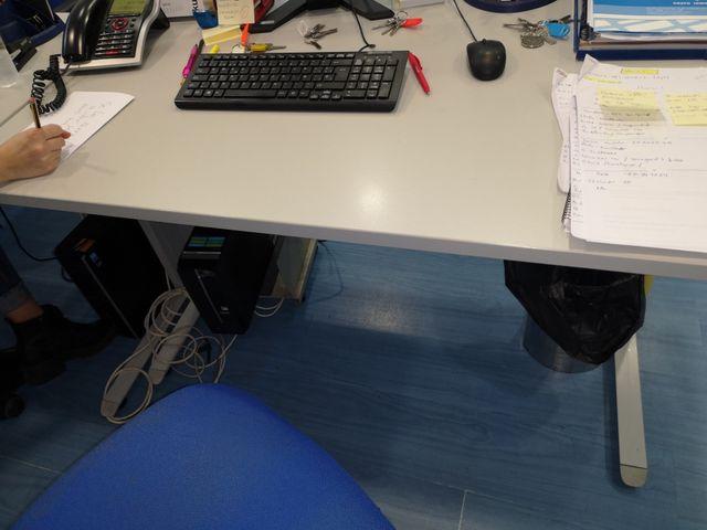Mesa oficina de segunda mano por 45 € en Vigo en WALLAPOP