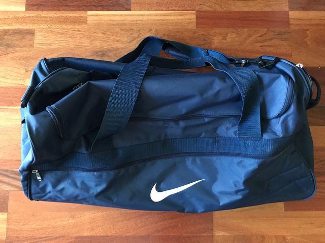 8fa59bd4 Bolsa viaje Nike de segunda mano por 45 € en Girona en WALLAPOP