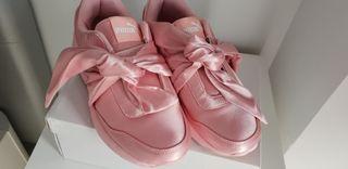 zapatillas Puma modelo Fenty en rosa.