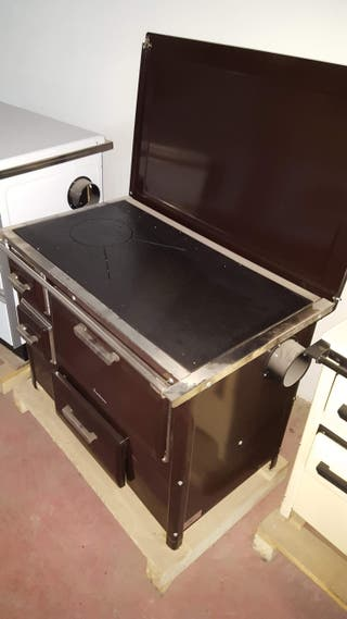 Cocina de leña con horno totalmente nueva.