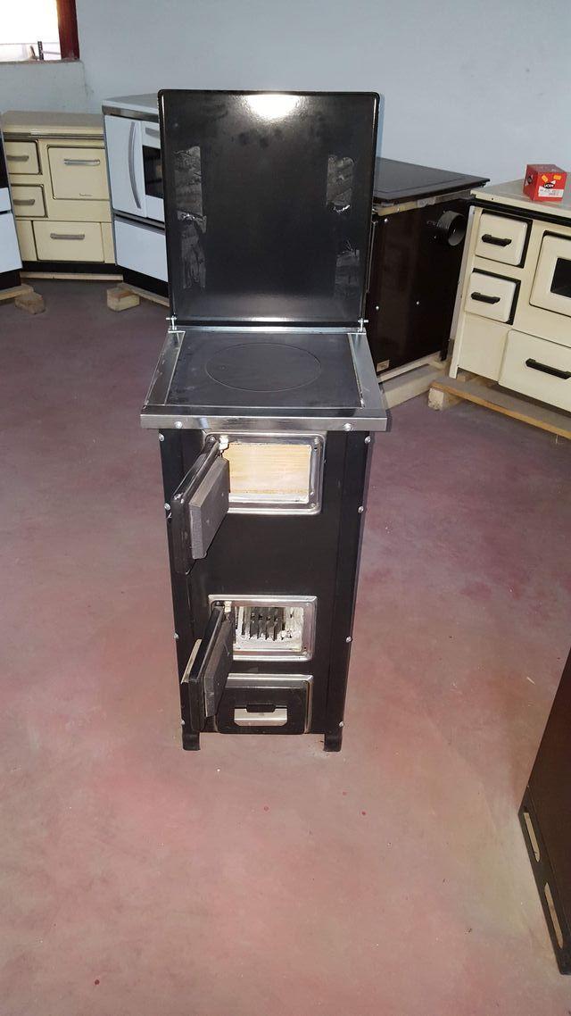 Estufa-cocina de leña totalmente nueva.