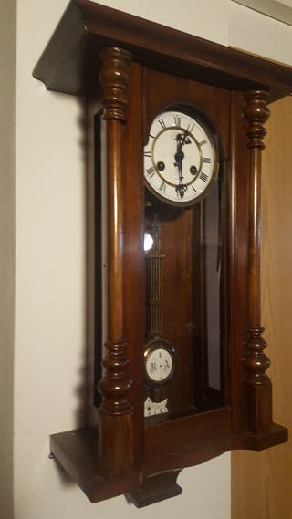 Reloj.pared antiguo año.1910,