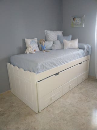 cama de madera compacta blanca