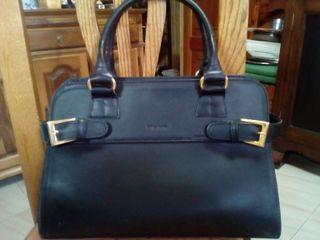 Bolso negro de señora