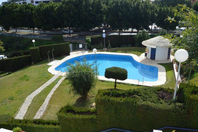 Adosado en urbanización con piscina (Saladavieja, Málaga)