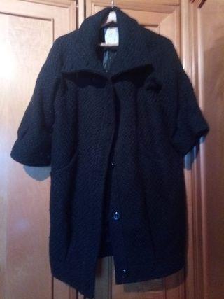 abrigo negro manga farol